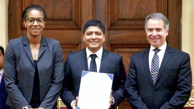 Grupo5 fue condecorado por el Congreso de la República