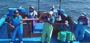 ¡Estos pescadores de Piura grabaron en altamar su imitación de Agua Marina!