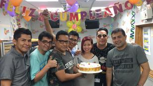 ¡Chris Alegría celebró su cumpleaños en radio Nueva Q! (VIDEO)