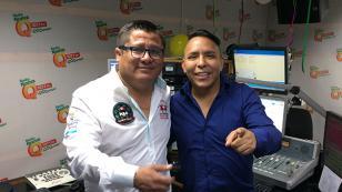 Clavito y su Chela cantó, en 'Qumbias y Risas', su nueva canción 'El Chucu Chucu'