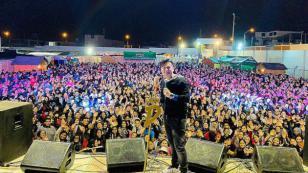 Deyvis Orosco anuncia que tiene sorpresas para sus fans