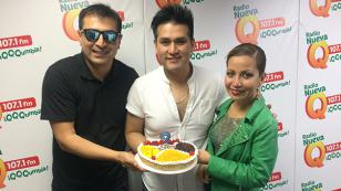 ¡Deyvis Orosco celebró su cumpleaños en radio Nueva Q! (VIDEO)