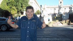 Dilbert Aguilar le dedica canción a Evangelina Chamorro, damnificada por el huayco