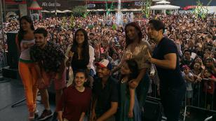 El elenco de la telenovela 'Ojtos Hechiceros' se tomó fotos con sus fans (VIDEO)