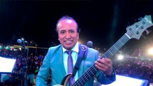 Fan le robó un beso a Pepe Quiroga, cantante de Agua Marina