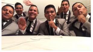 Grupo5 sorprendió a esposos en pleno matrimonio (VIDEO)