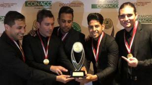 Jonatan Rojas celebra el premio que ganó Gran Orquesta en los Premios CONACO