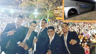 Músicos de Hermanos Yaipén salen ilesos tras accidente con su bus