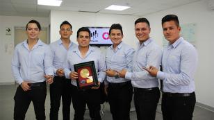 Orquesta Candela es premiado con Disco de Oro por canción 'Me vas a extrañar'