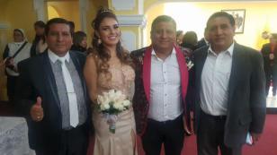 Robert Muñoz, de Clavito y su Chela, y Andrea Fonseca se casaron por civil